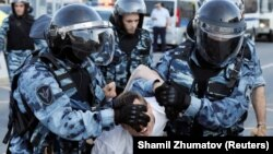 Tokom protesta uhapšeno je preko 1.300 ljudi, podatak je OVD-a