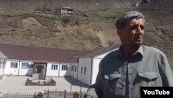 В ночь с 12 на 13 мая дом Рамазана Джалалдинова сожги, а его семью – жену и трех дочерей (сыновья уехали из села раньше) – вывезли на границу с Дагестаном и высадили под мостом