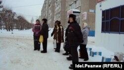 Пенсионеры в Чебоксарах ждут, когда подвезут дешевое молоко