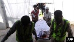 Карачи шаҳридаги Саудия Арабистони консуллиги дипломатининг жасади шифохонага олиб кетилмоқда.