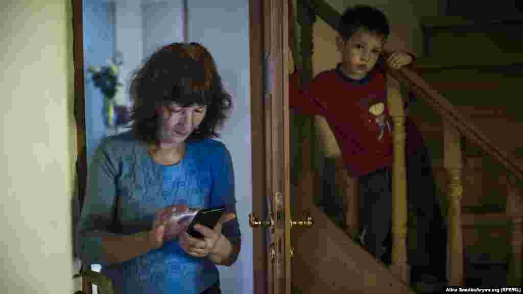 Эмине после разговлра по телефону со своим внуком