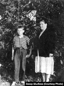 З мамай у Асінаўцы. 1960 год