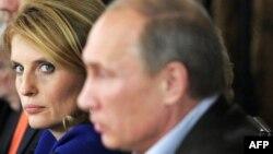 Светлана Миронюк и Владмир Путин на встрече Валдайского клуба, 11 ноября 2011 года
