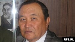 Казахский писатель-прозаик Аким Тарази.