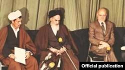 از راست: مهدی بازرگان، روحالله خمینی، اکبر هاشمی رفسنجانی