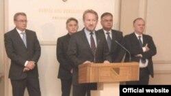 Lideri stranaka nakon potpisivanja Sporazuma o saradnji na državnom nivou