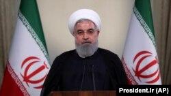 حسن روحانی خطاب به مایک پمپئو گفته است: «شما چه کارهاید که میخواهید برای ایران و جهان تصمیم بگیرید».