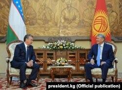 Кыргызстан менен Өзбекстандын президенттери.