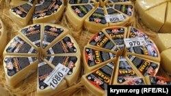 Сыр российского производства в симферопольском магазине
