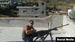 Российский военный с оружием. Как утверждают блогеры группы Conflict Intelligence Team, фото сделано в Сирии вне российской военной базы.