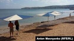 Пляж в Крыму, архивное фото