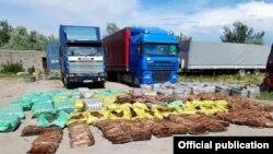 50 миңдей норка жана ондатр терисин мыйзамсыз ташып бараткан автоунаалар.