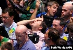 Эмоции в торговом зале нью-йоркской биржи во время кризиса 2008 года