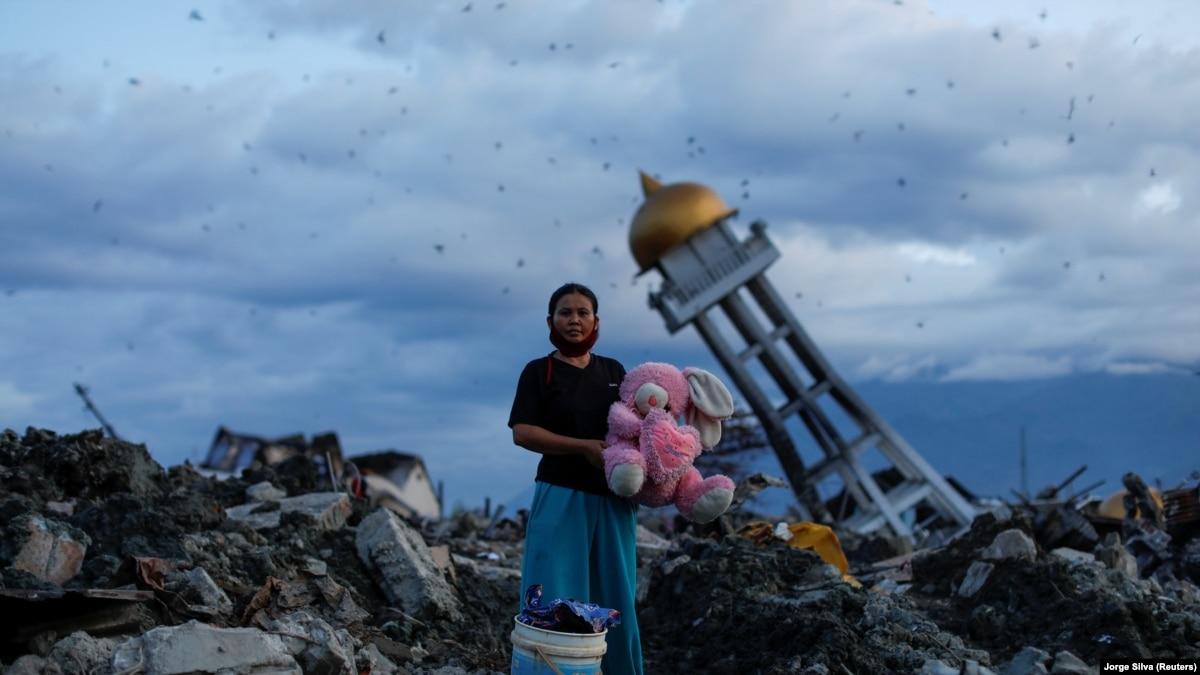 Число погибших от землетрясения и цунами в Индонезии превысило 2 тысячи