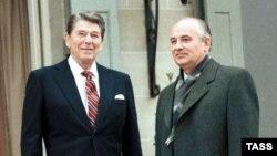 Ronald Reagan și Mihail Gorbaciov la Geneva, mijlocul anilor 1980
