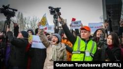 Участники акции #REакция 2.0 и журналисты, освещающие мероприятие.