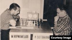 Türkmenistanyň dört gezek çempiony bolan Mämmet Nurmämedow dünýä çempiony bolan Mihail Botwinnik bilen ilkinji küşt oýnan türkmen küştçüsi boldy.