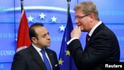 Բելգիա - Եվրամիության ընդլայնման հարցերով հանձնակատար Շտեֆան Ֆյուլեն և Թուրքիայի եվրոպական հարցերով նախարար Էգեմեն Բաղիշը Բրյուսելում, 5-ը նոյեմբերի, 2013թ․