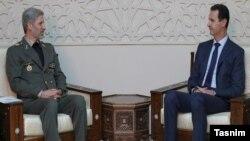 امیر حاتمی (چپ) وزیر دفاع ایران در دیدار با بشار اسد، رئیسجمهوری سوریه.