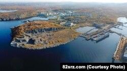Затонувший плавучий док ПД-50 на 82-м судоремонтном заводе в Росляково