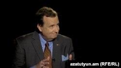 Посол США в Армении Ричард Миллз в студии «Азауттюн ТВ», Ереван, 16 сентября 2015 г.