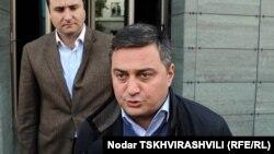 """""""თავისუფალი დემოკრატების"""" წევრი ვიქტორ დოლიძე."""