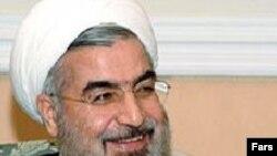 آقای روحانی می گوید که «سياست خارجی به معنی شعار دادن نيست.» (عکس: فارس)