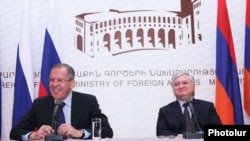 Armenia -- Foreign Minister Edward Nalbandian (R) and his visiting Russian counterpart Sergey Lavrov at a press conference in Yerevan, 2Apr2012.
