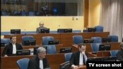 Goran Hadžić u sudnici 8. travnja 2014.