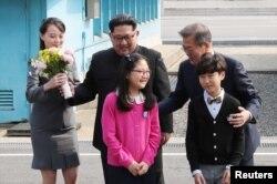 Түндүк Кореянын лидерин тосуп алуу учуру.