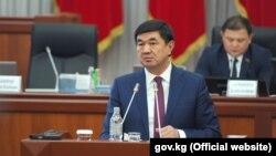 Премьер-министр Мухаммедкалый Абылгазиев в парламенте. 15 ноября 2018 года.