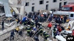 На місці вибуху в Діябакирі, Туреччина, 11 квітня 2017 року