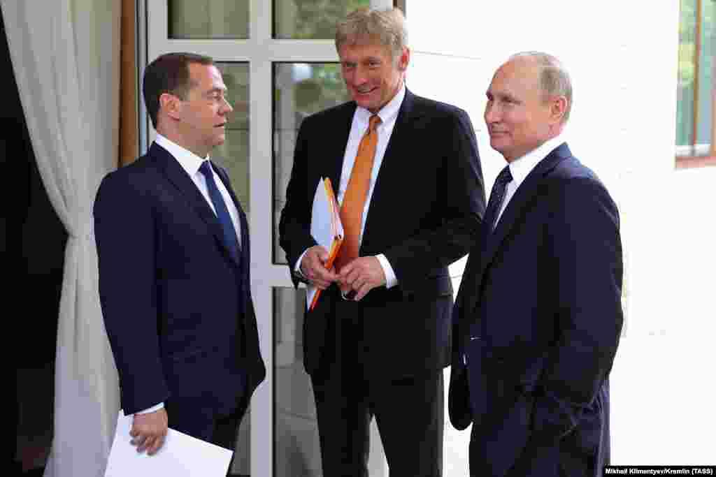 РУСИЈА - Москва е подготвена да одговори на зголемувањето на силите на НАТО кон границите на Русија, изјави портпаролот на Кремљ Дмитриј Песков, коментирајќи го предлогот на Полска на нејзина територија да се изгради постојана американска воена база.