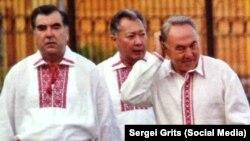Президенты стран СНГ в вышиванках. Фото из книги Курманбека Бакиева.