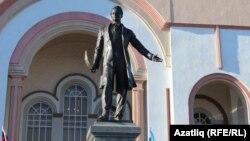 """Уфада """"Нур"""" театры каршында Габдулла Тукайга һәйкәл"""