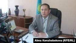 Ерик Куатбеков, директор школы-гимназии № 139 имени Ахмета Байтурсынова. Алматы, 13 мая 2014 года.