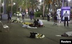 La locul atentatului de la Nisa