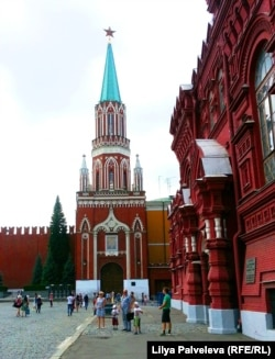 Если открыть проход через Никольскую башню, туристы сразу смогут попадать в Исторический музей и на Никольскую улицу