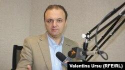 Ion Manole, director executiv Promo-Lex, în studioul Europei Libere de la Chișinău (foto arhivă)