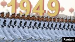 Коммунистік партияның 70 жылдығына орай өткен әскери шеру. Пекин, 1 қазан, 2019 жыл.