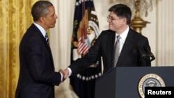 Претседателот Барак Обама и неговиот предлог за нов секретар за финансии Џек Лу.