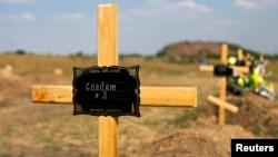 Магілы прарасейскіх сэпаратыстаў на муніцыпальных могілках на ўскрайку Данецку, на ўсходзе Украіны. 21 жніўня 2014 году