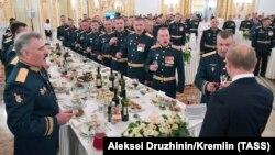 Орусиянын мамлекет башчысы аскер окуу жайларынын бүтүрүүчүлөрүнө арналган кечеде. 28-июнь, 2018-жыл.