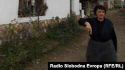 Вера Ѓоргиевска од село Слепче во близина на Битола, чија куќа била ограбена.