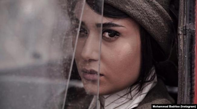تصویری از پریناز ایزدیار در فیلم سرخپوست (عکاس: محمد بدرلو)