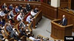 Арсеній Яценюк виступає в парламенті, 6 червня 2014 року