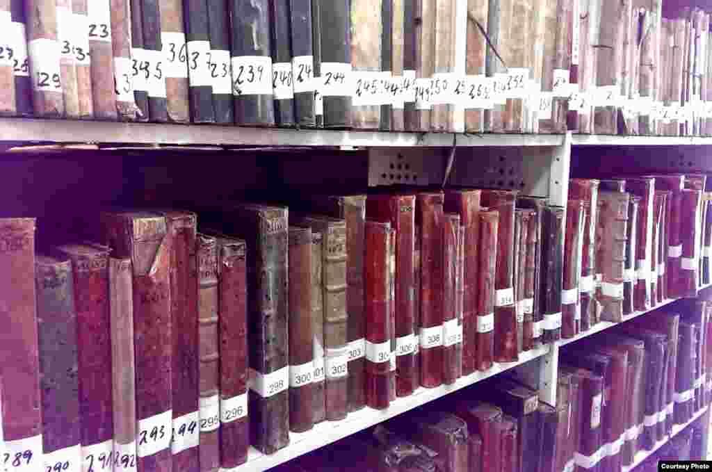 کتابهای دست نویس در آرشیو