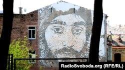 Мурал з портретом загиблого під час подій Майдану Сергія Нігояна на стіні біля скверу Небесної Сотні, архівне фото