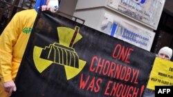 Украинаның қоғамдық белсенділері осы елде ядролық отын банкін салу идеясына қарсы шығып тұр. Киев, 7 желтоқсан 2012 жыл.