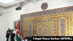 رئيس وزراء الأردن معروف البخيت في المؤتمر الصحفي